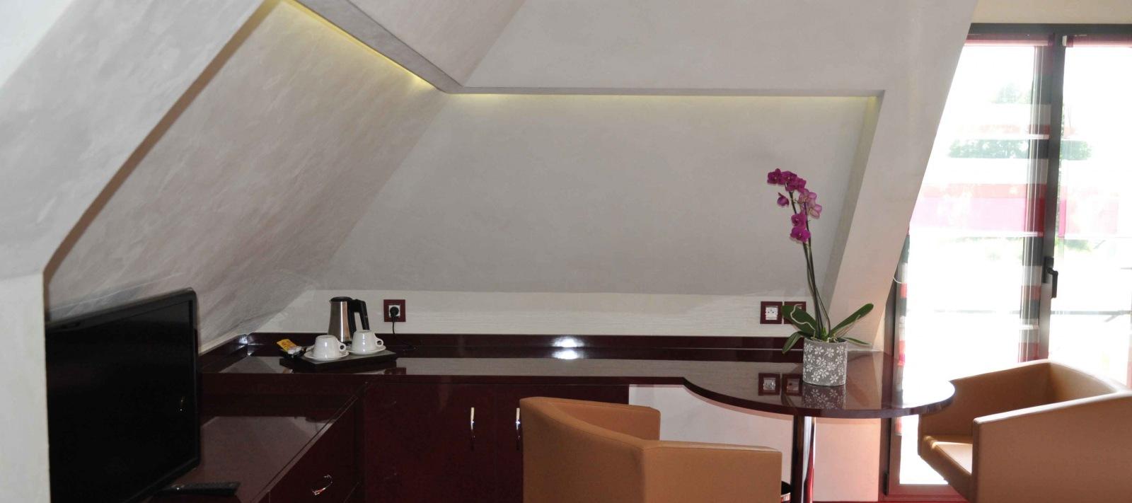 bureau suite