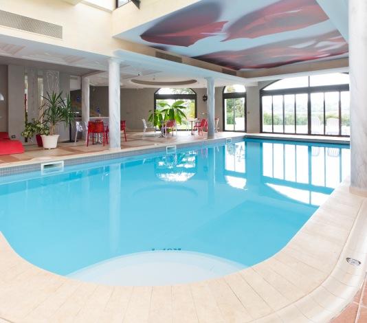 piscine villedieu les poeles 游泳池