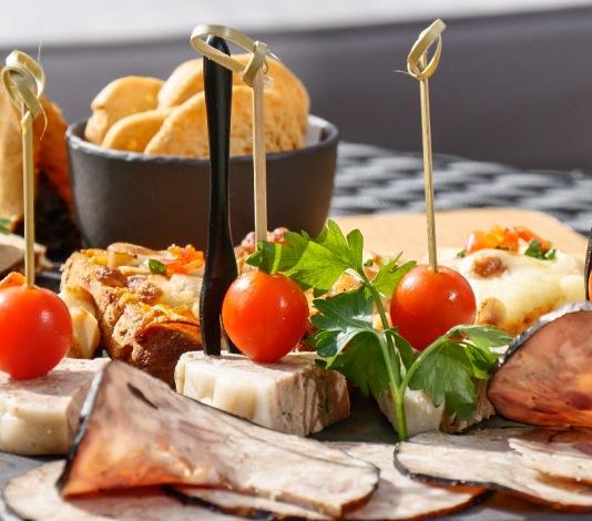 tapas restaurant atelier 送至您的房间